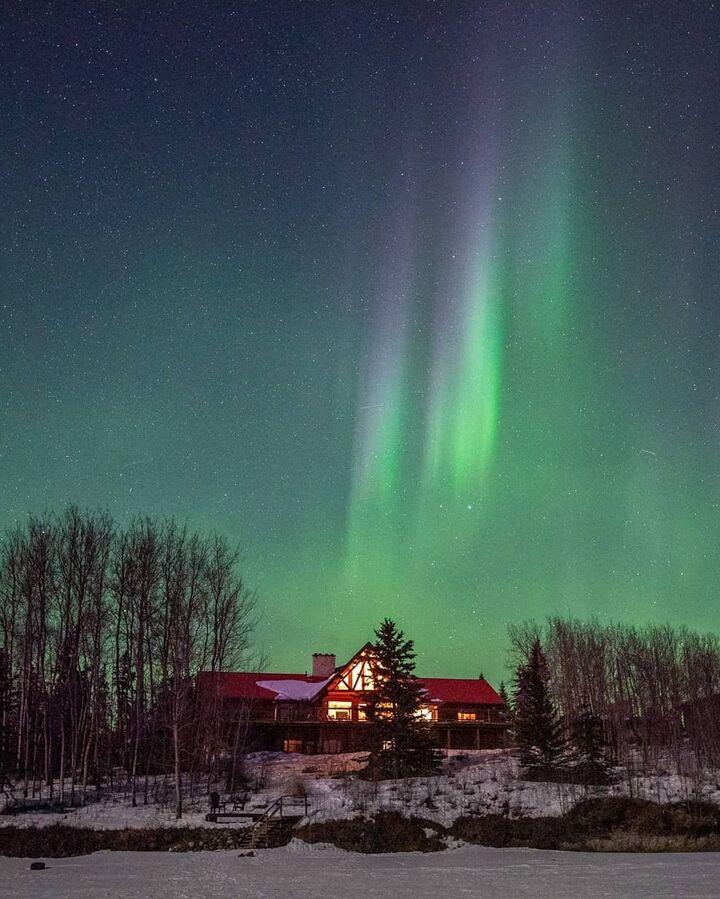 Inn on the Lake with the Northern Lights, Yukon